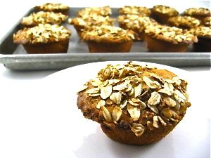 Yummy Starbucks Apple & Cinnamon Muffin Made Skinny. My low calorie version uses lots of rolled oats, apples chunks and cinnamon. Each has 190 calories, 5.8 grams of fat and 5 Weight Watchers POINTS PLUS. http://www.skinnykitchen.com/recipes/starbucks-apple-cinnamon-muffin-made-skinny/