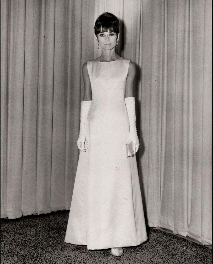 платья в стиле одри хепберн фото ванды макси была