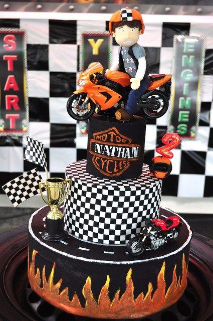 Incredible motorcycle cake #cake #motorcycle