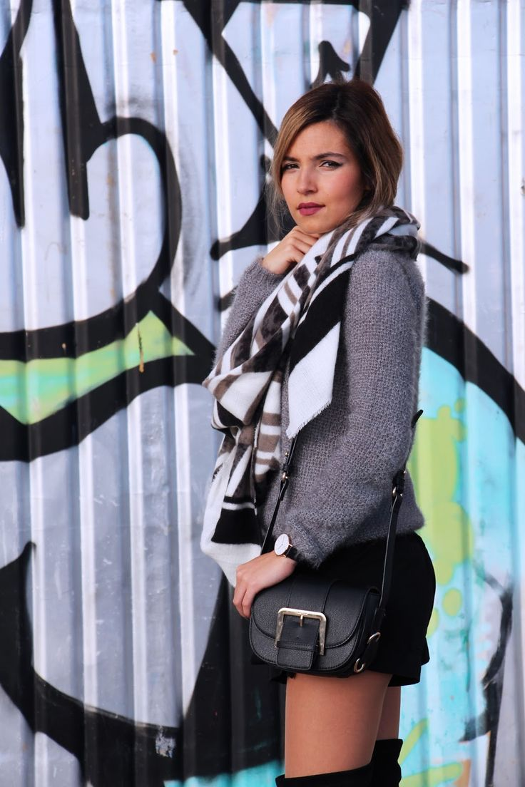 Black & Grey #kneeboots http://theaustraliangirlblog.blogspot.pt/2015/12/ootd-black-grey.html