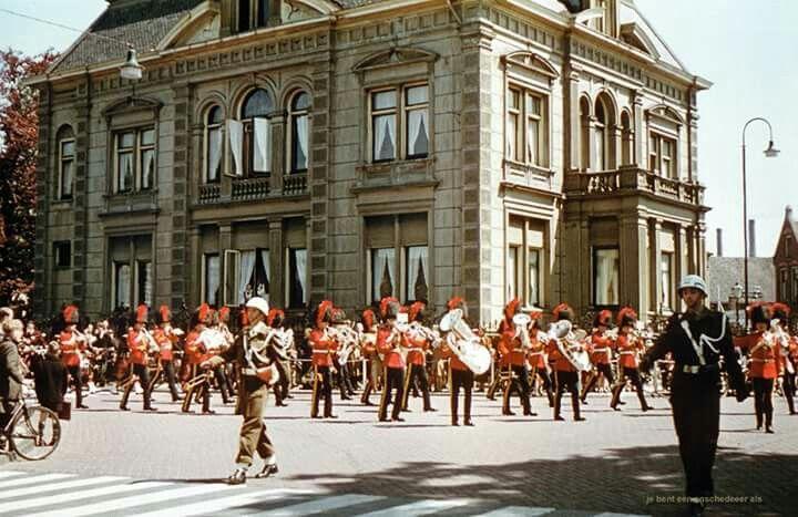 Nederland, Enschede, 5 mei 1955, Huize Kleiboer, hoek Deurningerstraat, Hengelosestraat.