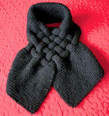 Prachtig kol annex sjaal. Geen patroon van, maar met goed kijken kom je een heel eind.