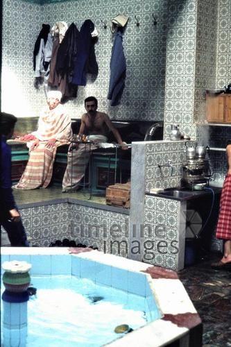 Türkisches Bad in Damaskus, 1984 Czychowski/Timeline Images #1980er #1980s #80er #80s #Bäder #Syrier #Syrien #Becken #Hygiene #Baden #Fliesen