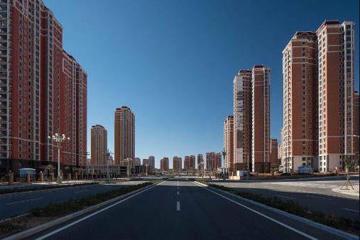 Gambaran Terkini Kota Hantu Terluas di Tiongkok | 06/04/2016 | Housing-Estate.com, Jakarta - Booming properti di Tiongkok beberapa tahun lalu memunculkan banyak kota hantu. Sebutan itu layak diberikan karena kendati kota-kota baru itu sudah lengkap infrastrukturnya ... http://propertidata.com/berita/gambaran-terkini-kota-hantu-terluas-di-tiongkok/ #properti #jakarta