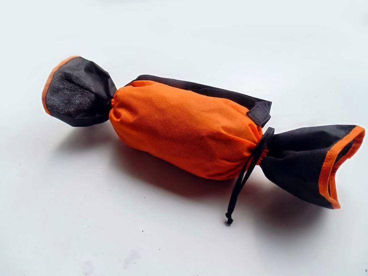 Tas model permen yang lucu untuk membawa pakaian bayi.