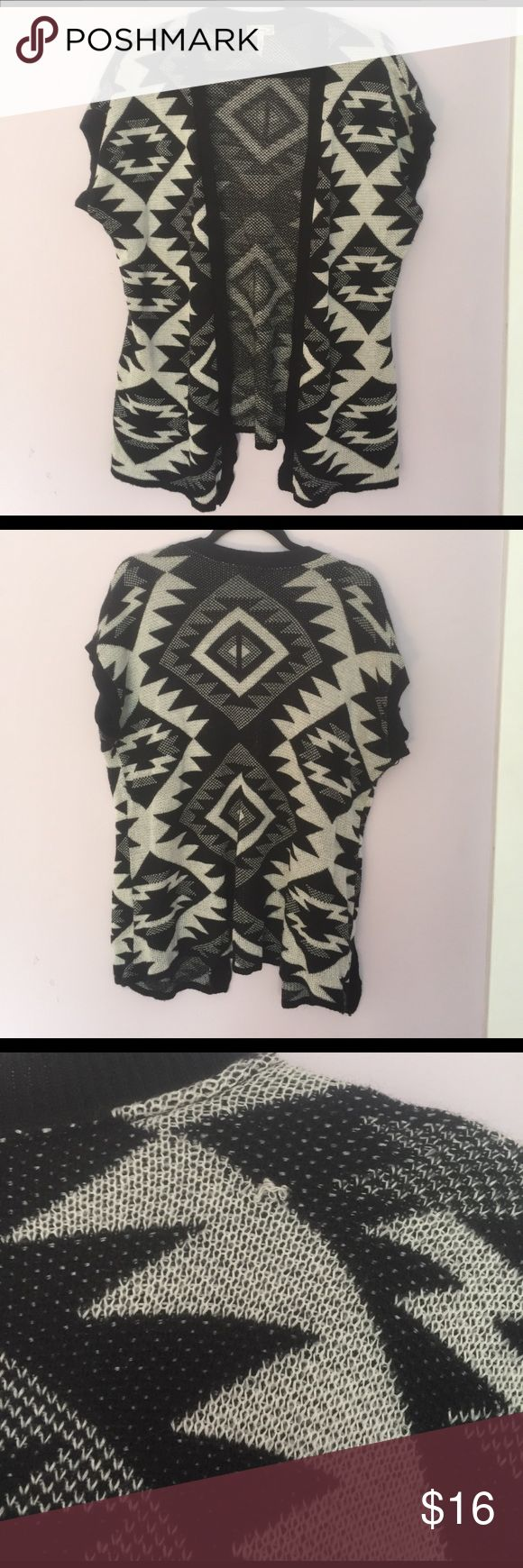 Kirra open front tribal cardigan Black and white tribal print boho cardigan. A few small pulls in the fabric but otherwise in great condition! Great with leggings and a long necklace for a edgy boho look. Kirra Sweaters Cardigans