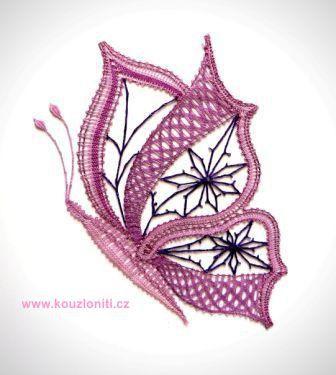 33 - Velký paličkovaný motýl - velikost krajky 22x18 cm