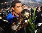 Paulinho  ganha medalha e beija a taça, não jogou. Foi vendido ao Totenhann. Timão 2 x 0 SPFW, 17.07.2013, Campeão da Recopa.