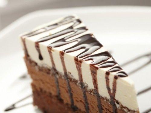 Sütés nélküli csokis túrós sütemény, gyönyörű és nagyon fincsi és sok krém van benne