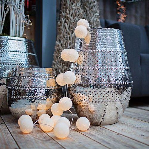 De Scandinavische inrichting is hip. Een belangrijk kenmerk bij deze stijl is licht! En hoe leuk zijn deze lichtjes van www.cadeautjes.nl. Verras iemand met deze leuke lichtjes als het perfecte cadeau voor haar.