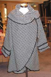 J'adore!!!! Un manteau qui mine de rien peut aller à une brindille comme à une super pulpeuse!!! A refaire!!!
