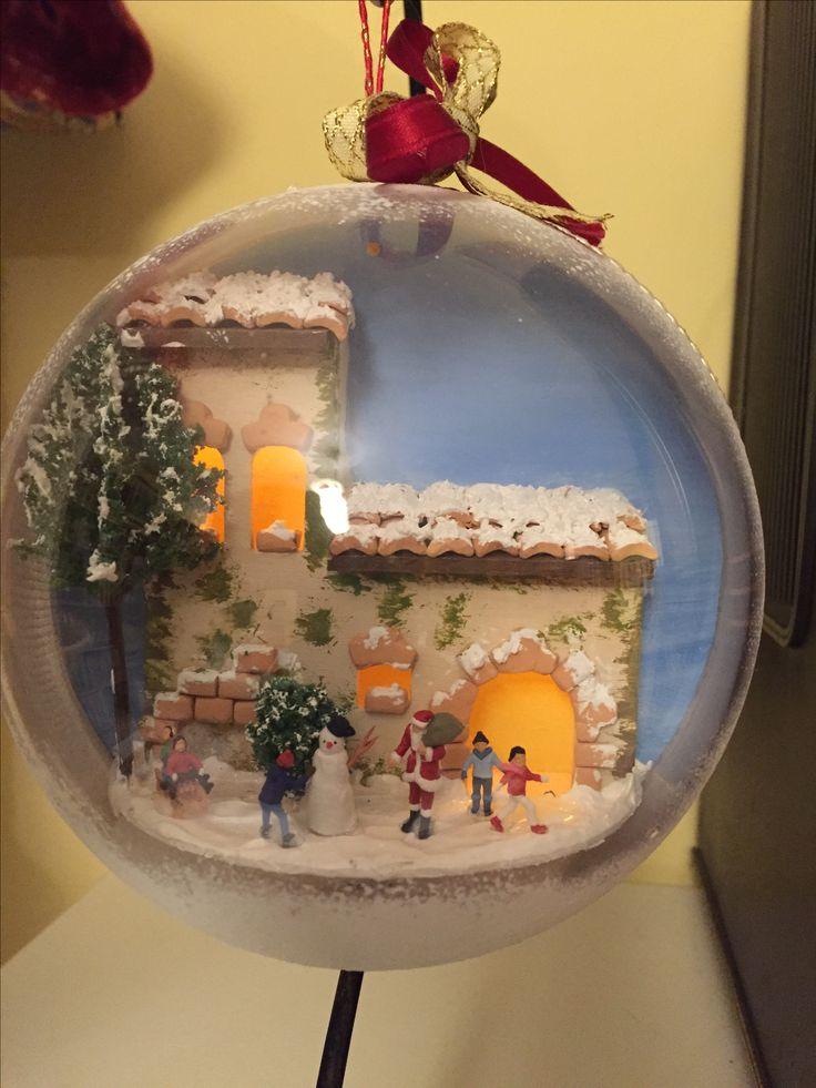 """Palla di Natale in plexiglass con paesaggio innevato """"handmade"""" e luci  Per informazioni scrivere a: Duefioricreazioni@gmail.com"""
