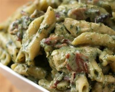 Holy comfort food! One-pot chicken spinach bacon alfredo hits the spot