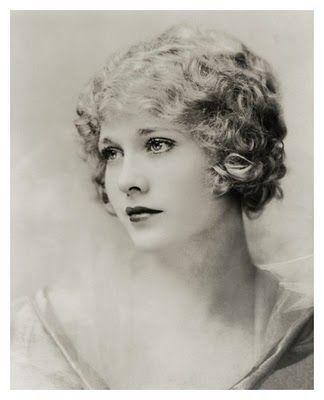Bobbed beauty #Twenties #1920s #flapper