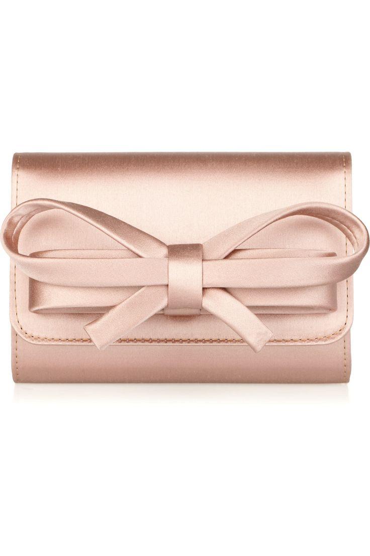 Este bolso de mano de Valentino es adorable!! #moda