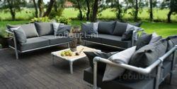 luxe loungeset buiten. Bestaande uit 3 loungebanken die samen een gezellige hoek maken in de tuin.