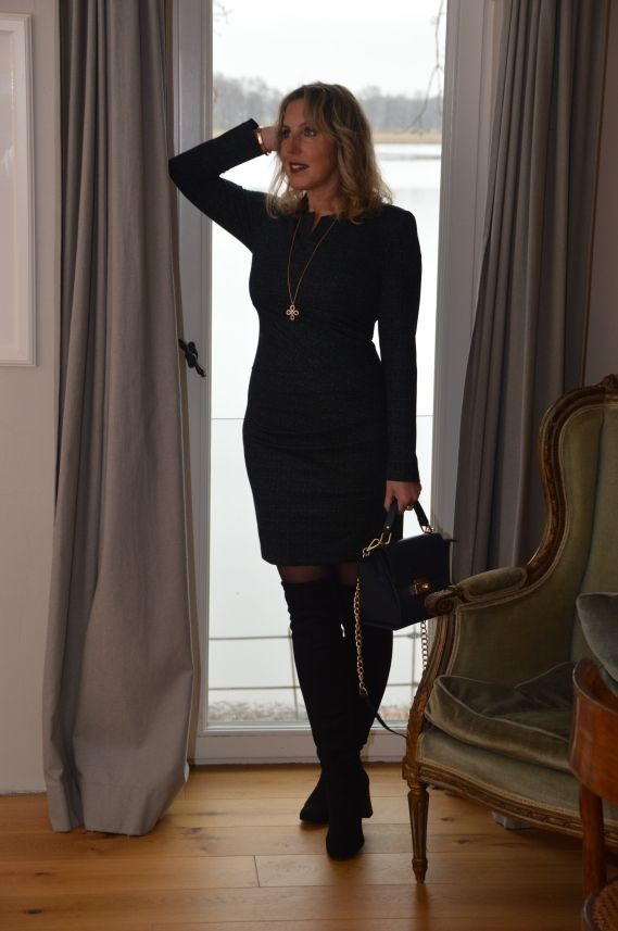 f3ba105f1075e3 Ü40 Inspiration: Figurbetontes Kleid von AMCO Fashion von Annett ...