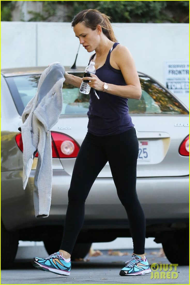 Jennifer Garner & Ben Affleck Get Their Fitness On: Photo #3518263. Jennifer Garner shows off a toned physique in athletic clothing as she leaves her gym on Saturday morning (November 28) in Los Angeles.    The 43-year-old actress'…