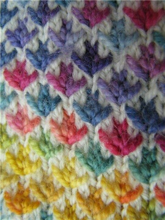 scrap yarn with white and a mysterious Knitting stitch - looks like leaves or flowers