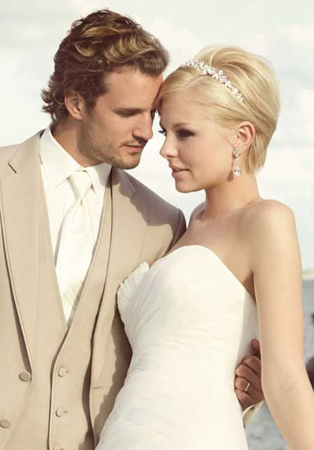 25 Wedding Hairstyles for Short Hair Lovely and Alluring Pixie Cut with Nice Headband: Pretty and Elegant Indeed!