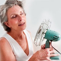 MÉNOPAUSE. Bien qu'étant un processus naturel, la ménopause peut s'avérer un véritable enfer pour de nombreuses femmes et nuire considérablement à leur qualité de vie. Les traitements d'acupuncture peuvent soulager efficacement les bouffées de chaleur caractéristique de cette étape. L'acupuncture peut aussi être d'une grande aide pour les sueurs nocturnes, les sautes d'humeur, les troubles de sommeil, la sécheresse de la peau ou vaginale, le contrôle du stress et les maux de tête.