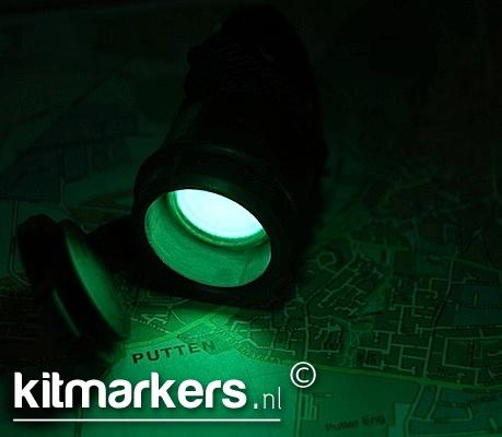 De Tritium Torch is een lichtgewicht, zeer compacte lichtbron. Deze lamp geeft licht middels een sterke tritium-lichtbron gedurende 15 jaar zonder gebruik te maken van externe energiebronnen.  Wordt veel gebruikt door militairen over de hele wereld om in totale duisternis kaarten te kunnen lezen.