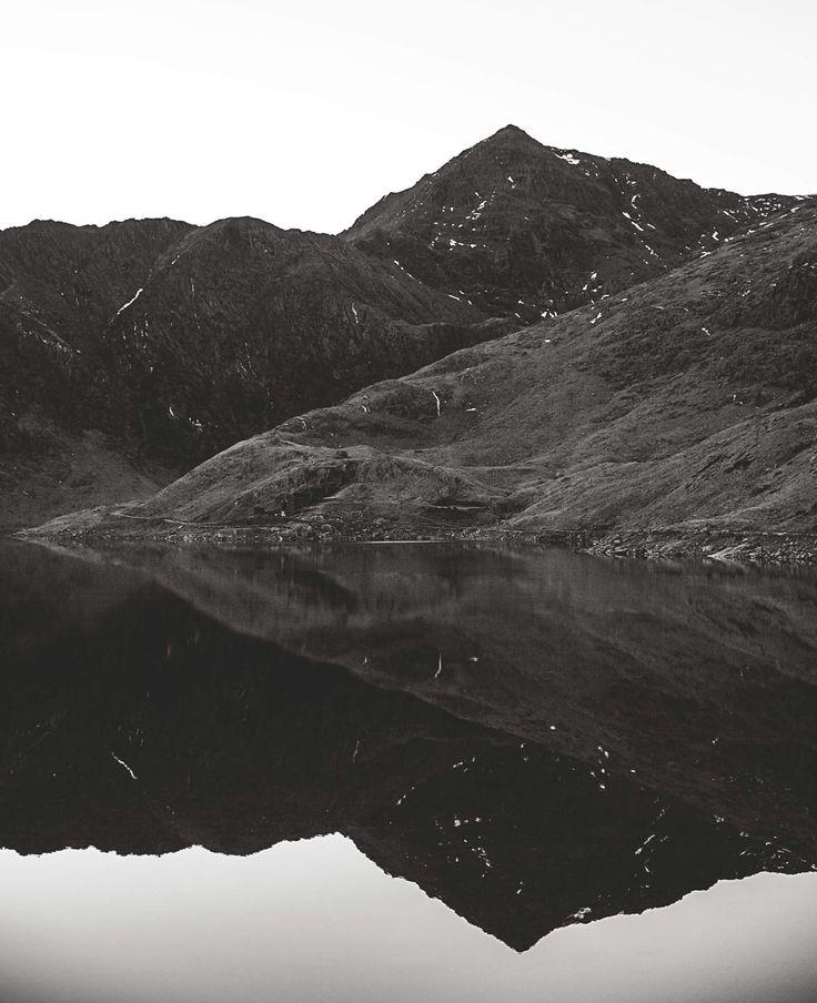 Snowdon Wales (1666 x 2048)