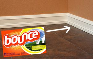 Bounce to keep the baseboards from getting dusty.: Spring Clean, Based Boards, Clean Tips, Fabrics Softener Sheet, Baseboards Clean, Houses Smell, Dryer Sheet, Fabrics Softner, Clean Baseboards