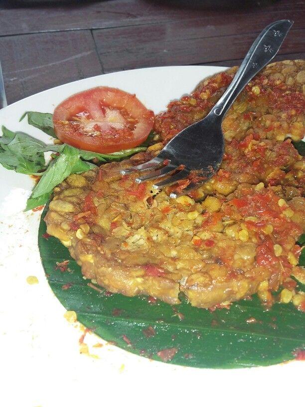 #indonesiafoods #foods #ThePikasSrayuAdfenture Tempe penyet