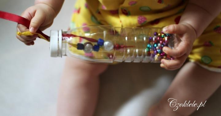 Pomysły na zabawy dla dzieci w domu, zabawy dla niemowląt, zabawy kreatywne, propozycje zabaw dla niemowlaka,zabawy dla 9 miesięcznego dziecka, butelka sensoryczna