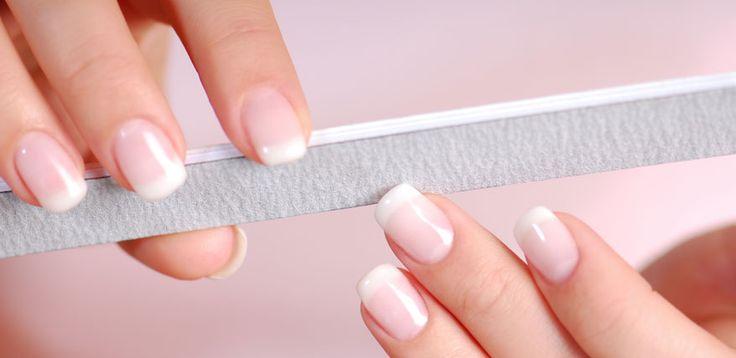 Beauty Expertin Beat Petri erklärt, wie Sie eingerissene Fingernägel behandeln.