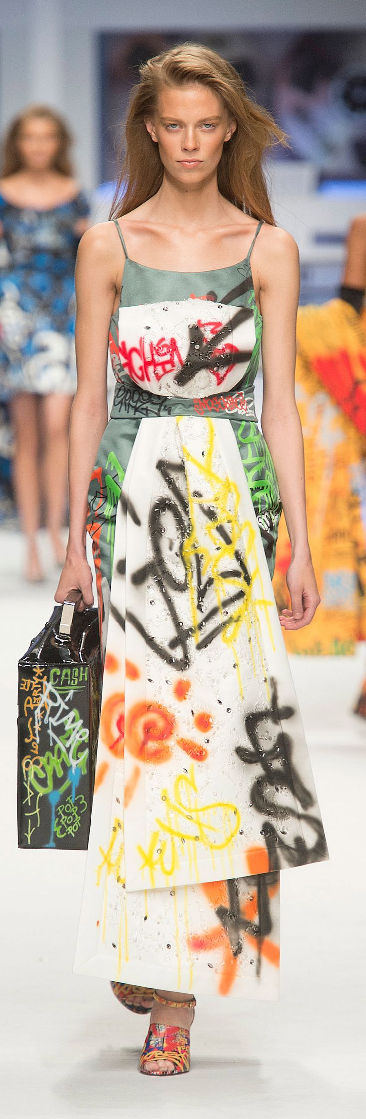 The amazing graffiti dresses from Moschino Fall 2015!