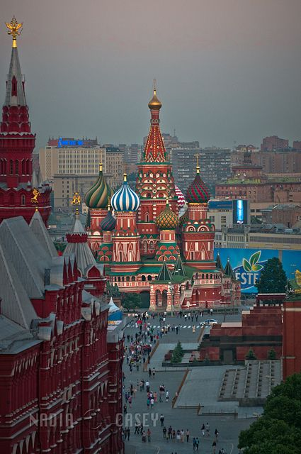 St Basil's in the Middle, via Flickr. (St Basil'a Cathedral & Red Square - Moscow)