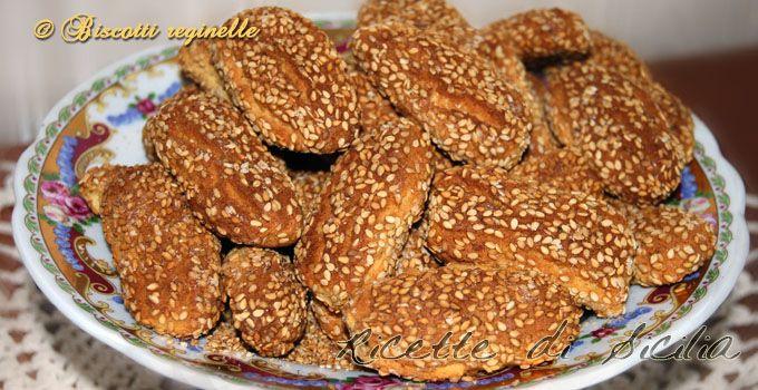 I biscotti regina o reginelle sono un pezzo forte della pasticceria siciliana. Basta assaggiarli per non dimenticarli
