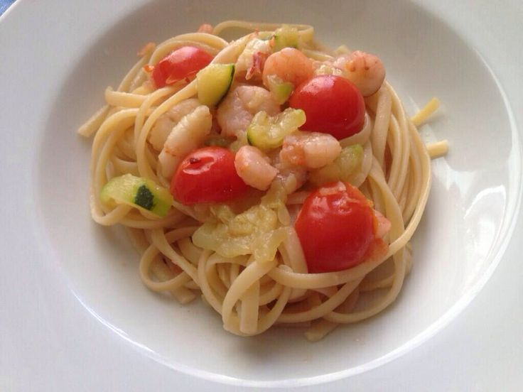 """Linguine with shrimp, zucchini and """"cherry tomatoes"""". Breathe the sea! #food #Sicily"""
