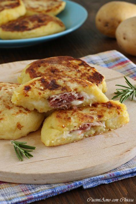 Focaccine di patate con speck