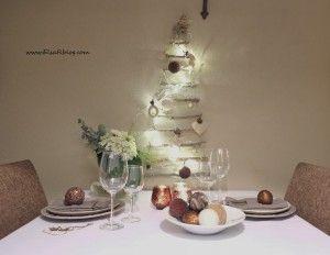 Twig Christmas Tree...DIY... Wat je nodig hebt: voor kleine kerstboom 7 takjes touw lijmpistool een ster.