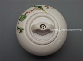 luxusni-historicky-retro-porcelanovy-vypinac-s-porcelanovou-otocnou-maslickou-slonova-kost-s-dekoraci-brectan-68-t0168