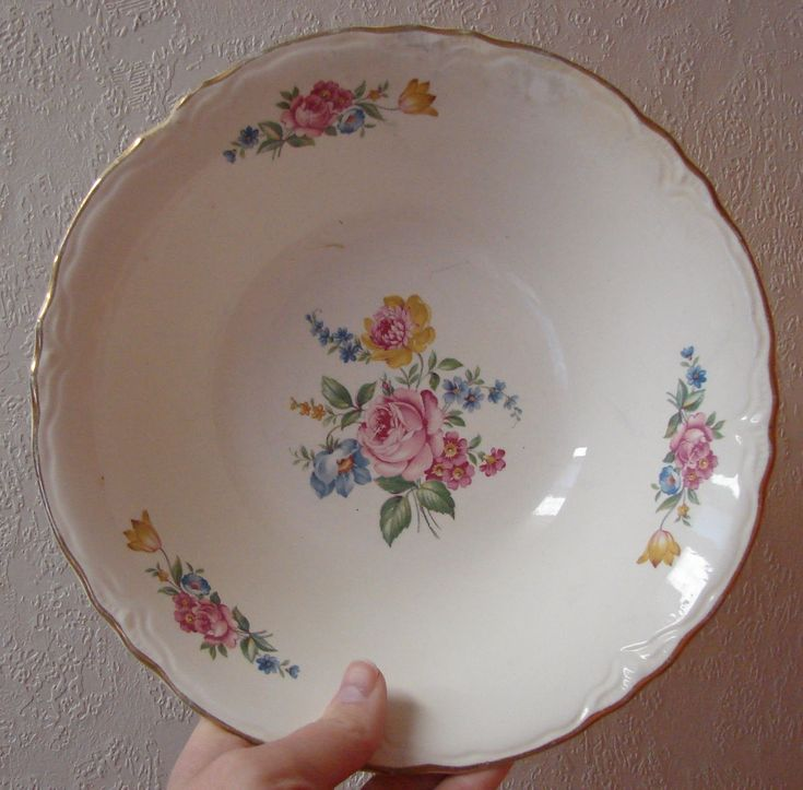 homer laughlin china patterns | This is a serving bowl by Homer Laughlin. I like both the blue boarder ...