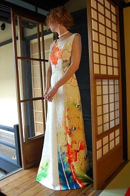 upcycled kimono dress: gorgeous! I love the patterns on kimono fabrics....
