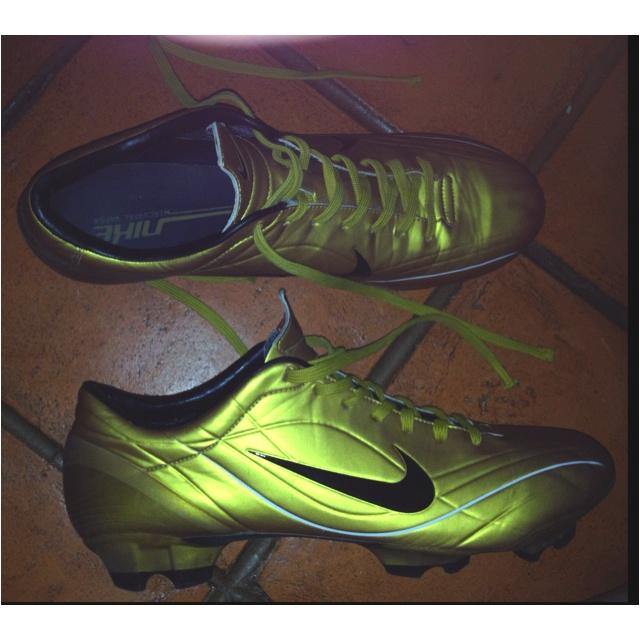 603e44fe577 Pinterest Football boots and Soccer shoes SR4U Laces Grid Gold Premium  Soccer Laces on Nike Tiempo Legend 5 Ronaldinho SR4U Laces Pictures ...