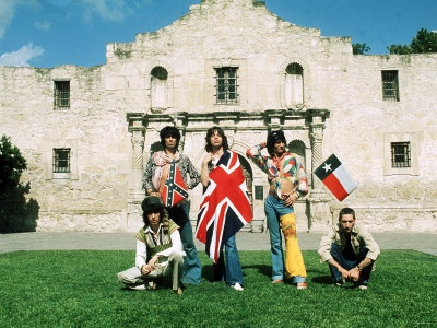 Stones at the Alamo in June, 1975, as photographed by Annie Leibowitz  This. is. so. AWESOME. Love the flags.