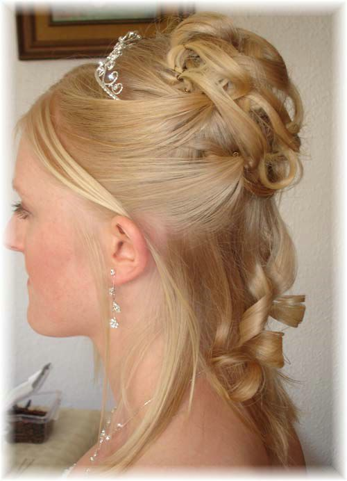 wedding-guest-hairstyles-half-up