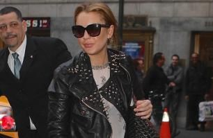 Lindsay Lohan arrives 45 minutes late to Broadway show