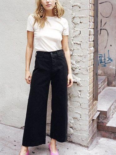 Le duo tee-shirt blanc/jean flare taille haute 7/8 : le nouveau combo casual trendy !