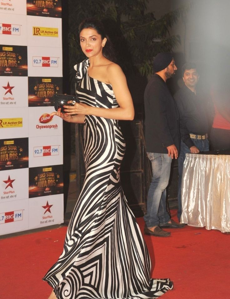 Deepika-PAdukone-awards1.jpg (943×1223)
