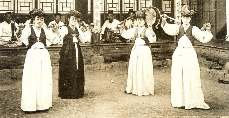 gisaeng sword dance