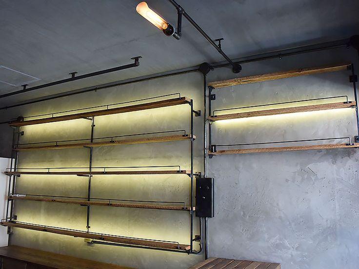 店舗什器 棚板の背面にLEDテープをしのばせての間接照明