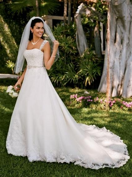 Très belle et élégante robe de mariée du créateur Oleg Cassini pour David's Bridal