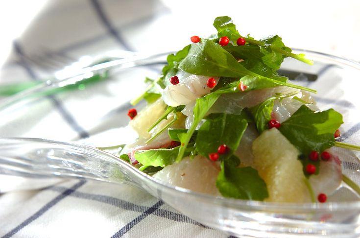 グレープフルーツの果汁がドレッシングとなり、爽やかでサッパリとしたサラダです。鯛とグレープフルーツのサラダ/増田 知子のレシピ。[洋食/サラダ]2015.05.22公開のレシピです。